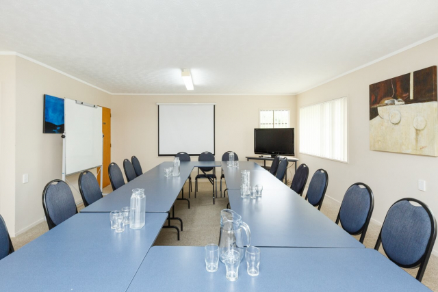 kauri_court_motel35_conference_room.jpg