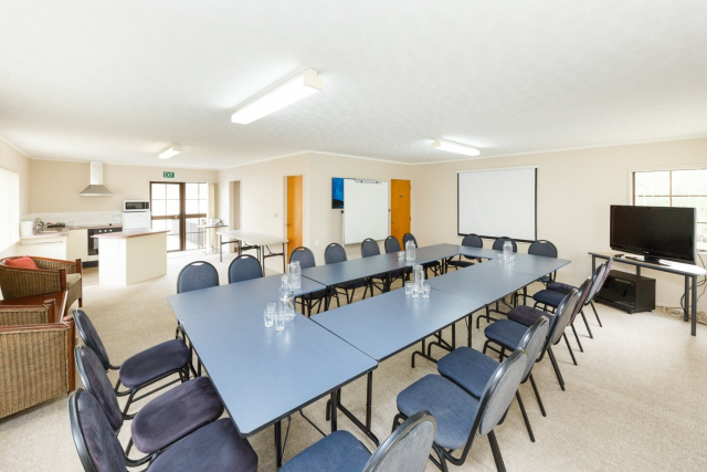 kauri_court_motel36_conference_room.jpg