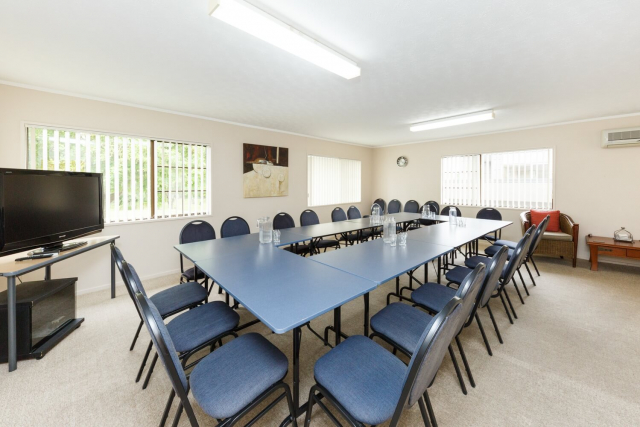 kauri_court_motel37_conference_room.jpg