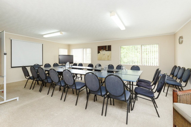 kauri_court_motel39_conference_room.jpg